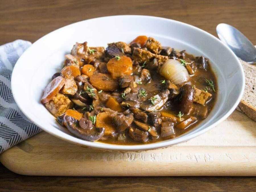 Vegan Boeuf Bourguignon with mushrooms and tempeh