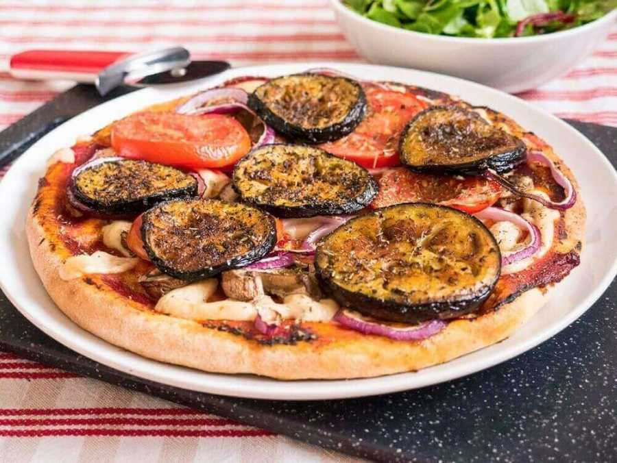 Aubergine pizza with cashew cheese