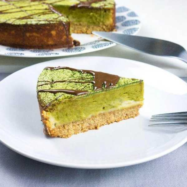 Matcha cheese cake with chocolate drizzle