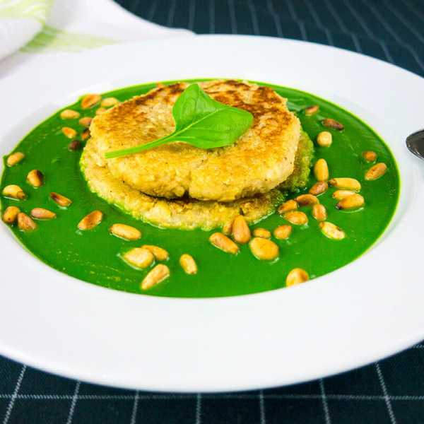 Potato oat Röstis in a spinach creme with toasted pine nuts