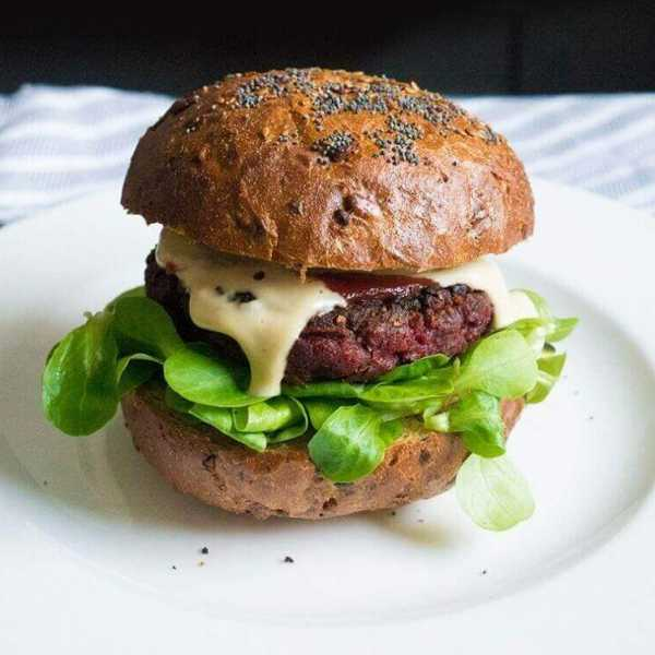 Vegan meaty beetroot burger with cashew cheese