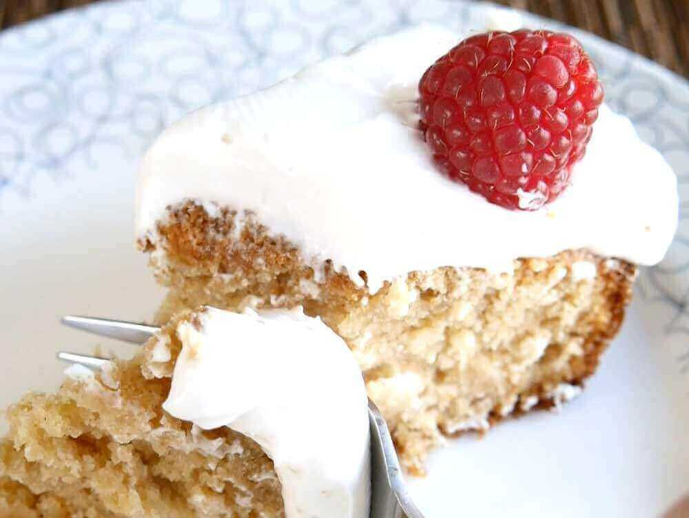 pineapple cake with coconut cream