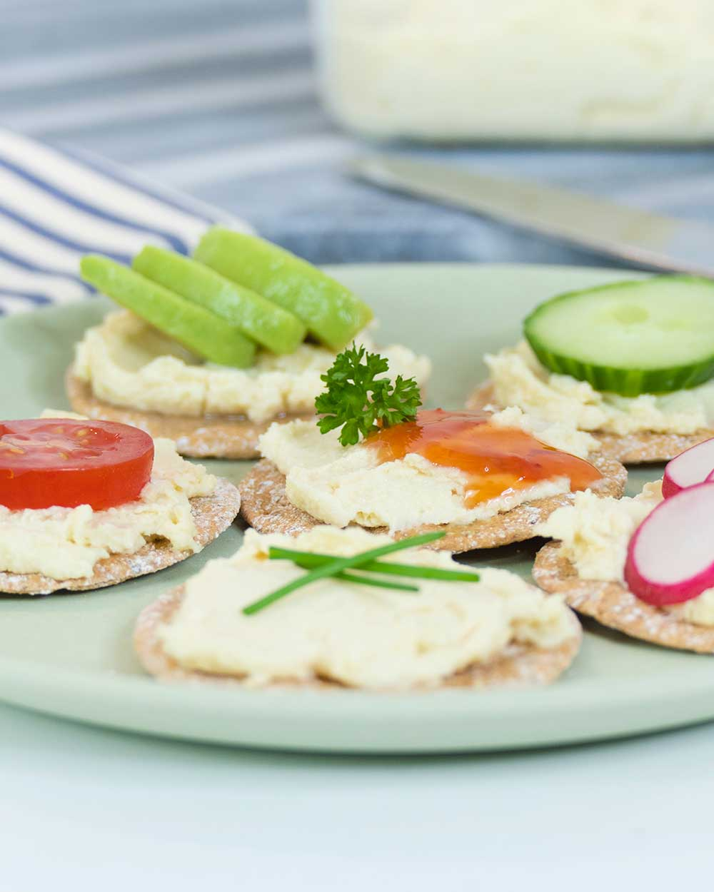 vegan cream cheese recipe on crackers