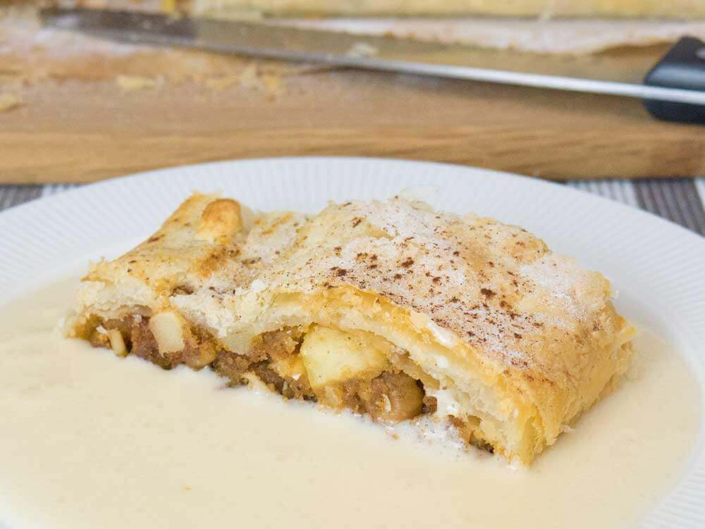 Viennese vegan apple strudel