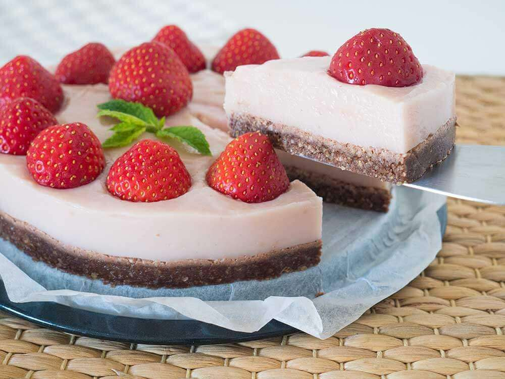 easy no-bake strawberry cheese cake - vegan