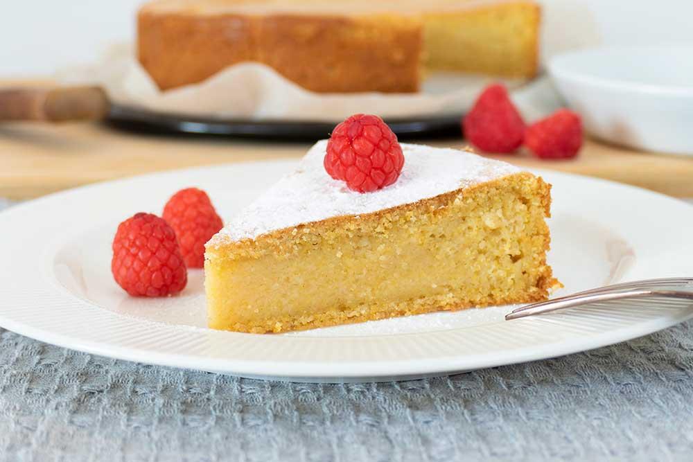 Gluten-free polenta almond cake