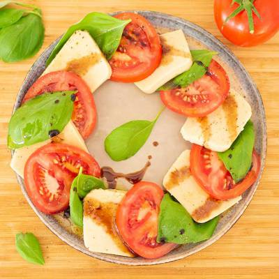 easy vegan mozzarella - insalata caprese - exceedinglyvegan.com