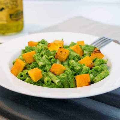 Spinach pasta with roasted butternut squash - exceedinglyvegan.com