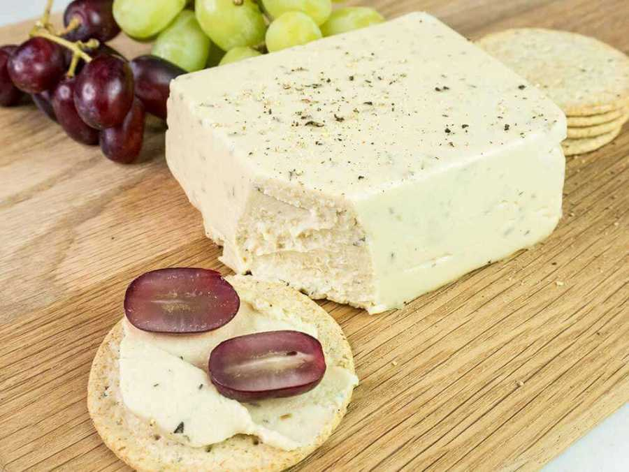 Vegan herb cheese - spreadable and easy to make