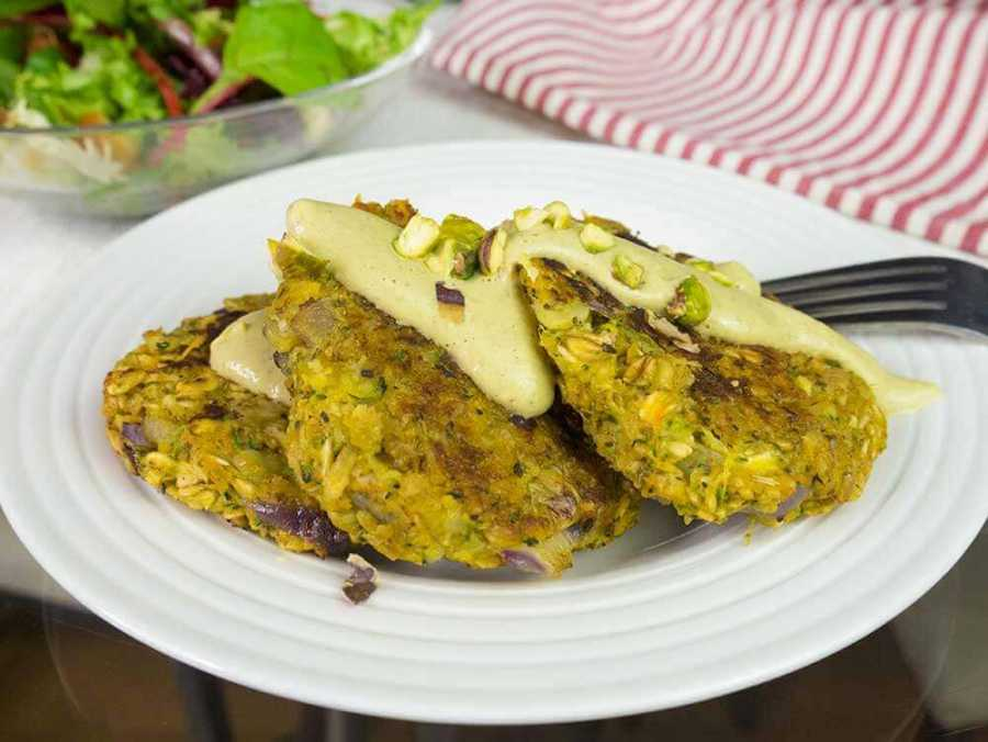 Oat veggie patties with a savoury pistachio creme - gluten-free and protein rich