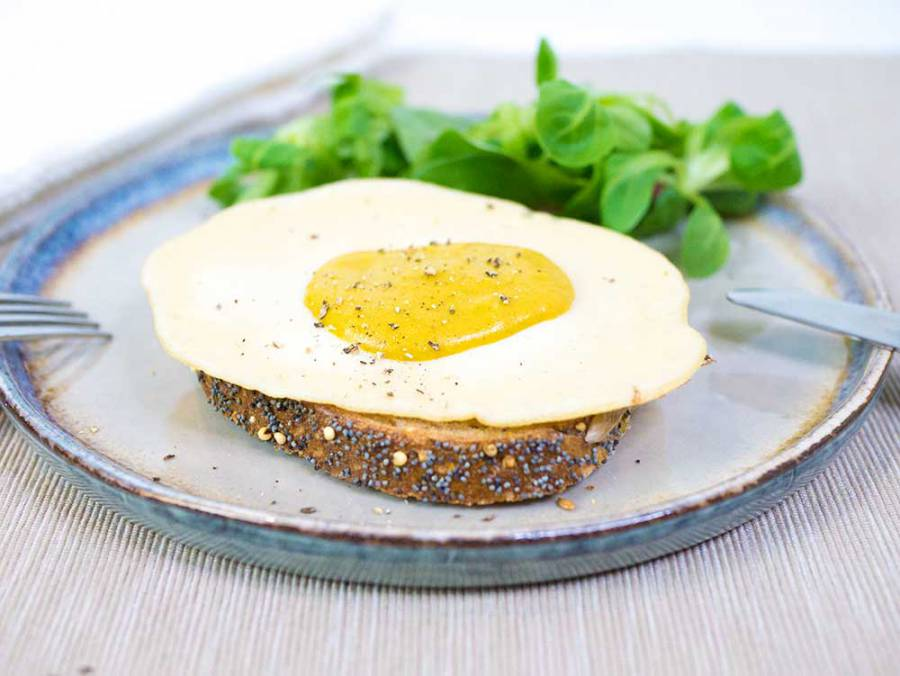 Vegan fried egg - super easy