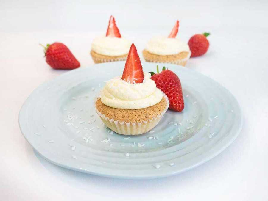 Vegan coconut cupcakes - super easy to make