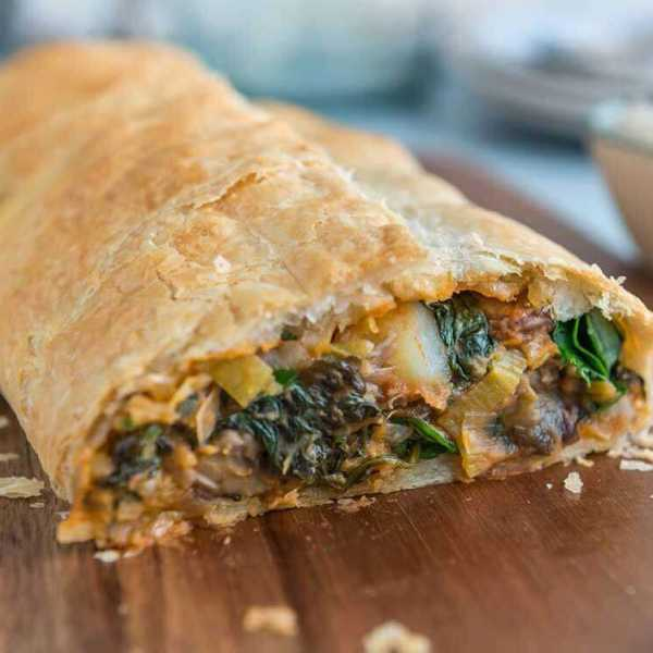 Savoury vegan veggie strudel with cashew sour cream
