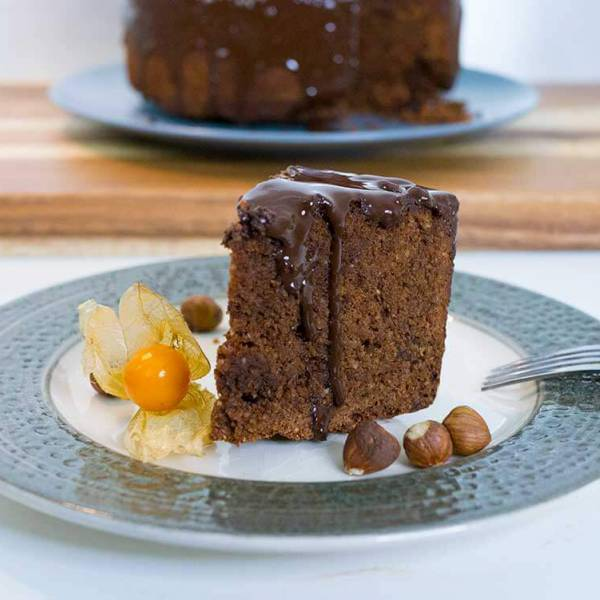 Vegan chocolate and hazelnut cake - easy and delicious