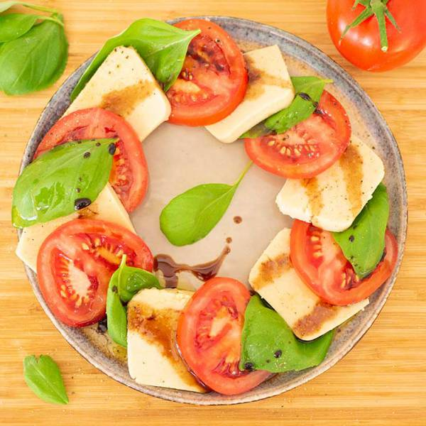 easy vegan mozzarella - insalata caprese