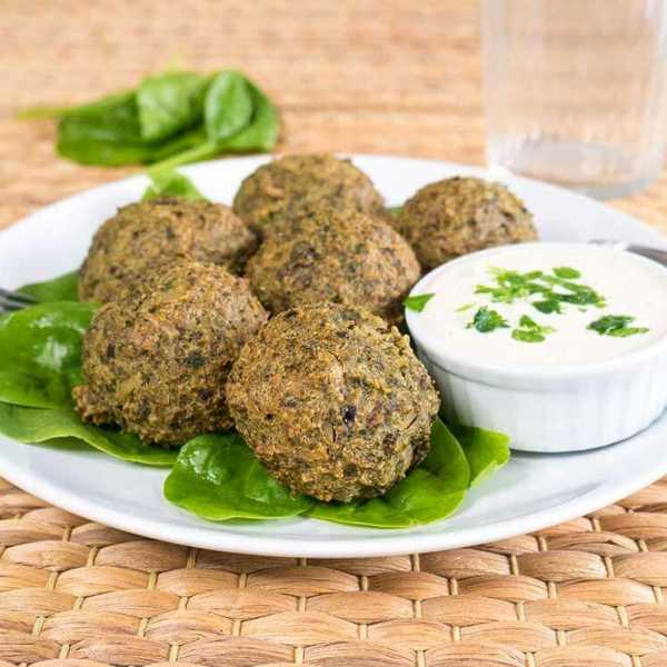 Vegan spinach rice balls - high in protein and iron