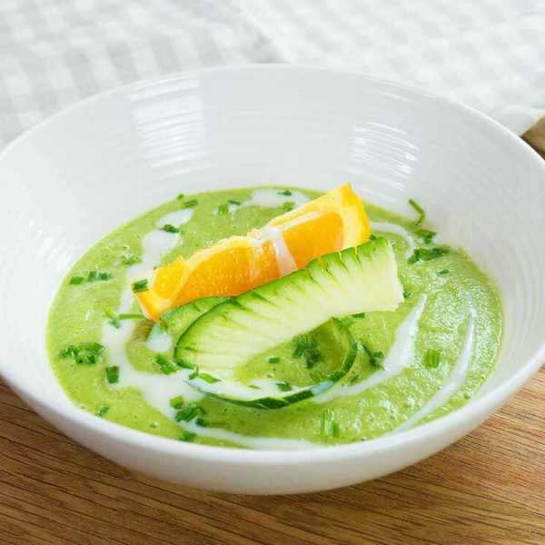 Cold courgette, orange & basil soup - healthy and super quick